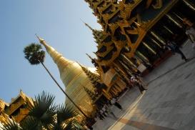 Dentro del recinto de la Shwedagon Paya