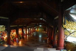 Tiendas en uno de los accesos a la Shwedagon Paya