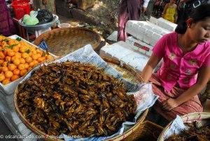 Puesto de comida callejera en Yangon