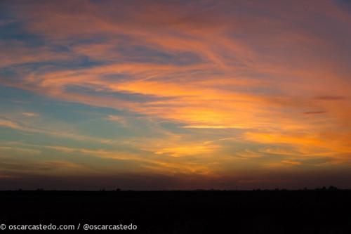 Se pone el sol y arde el cielo en el sur