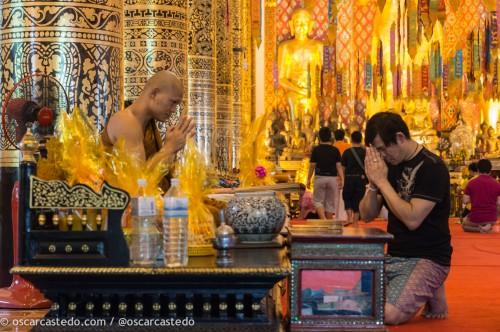 Año nuevo budista en un templo de Chiang Mai