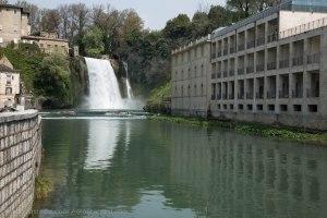 Cascada urbana en el pueblo de Liri