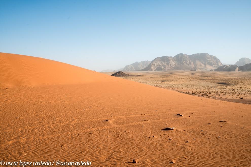 Wadi Rum. Arena roja y blanca